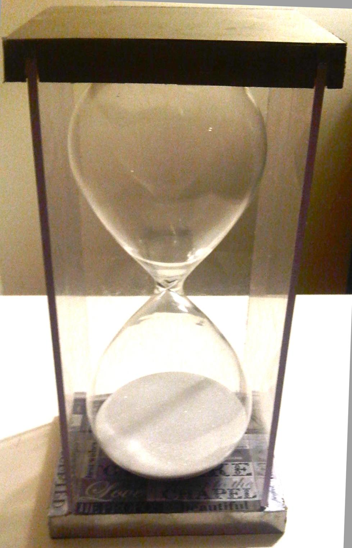 LILI-BROWN HOUR GLASS